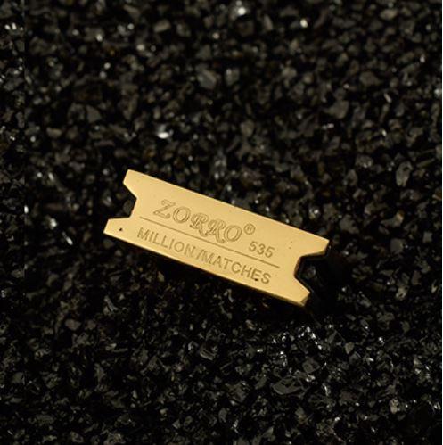 hộp quẹt bật lửa diêm xăng zorro z535