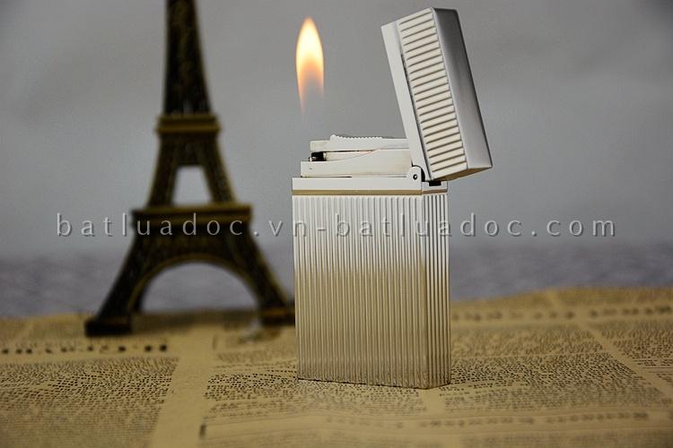 Bật lửa Dupont màu bạc sọc đứng