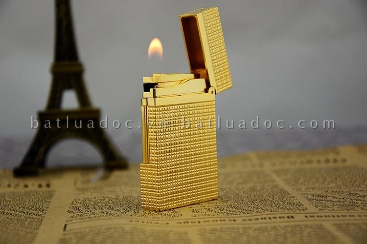 Bật lửa Dupont màu vàng caro khắc chữ