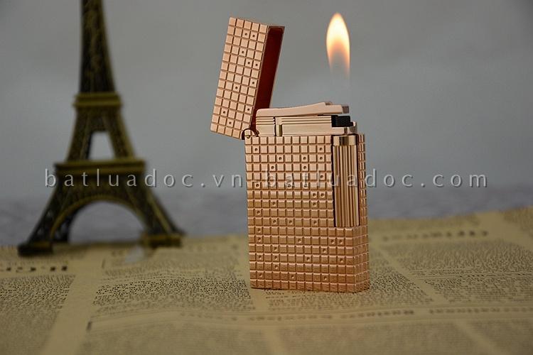 Bật lửa Dupont vàng hồng chấm nhỏ